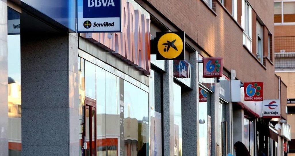 La Otra Via de Presion en la contratacion bancaria